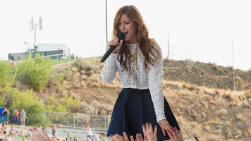Cassadee Pope Is On Fire! See Live Concert & Fest Pics