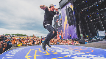Michael Ray Electrifies The Faster Horses Main Stage