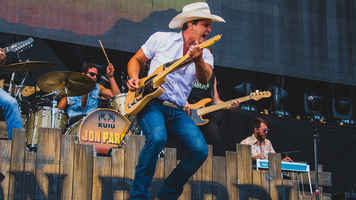 See Jon Pardi 'Party' It Up At Faster Horses 2017