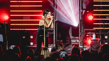 Maren Morris Hits The Stage During Sam Hunt's 15 In A 30 Tour