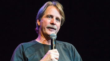 Jeff Foxworthy & Larry The Cable Guy Take the Stage – 9 Exclusive Shots!