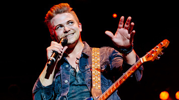 Hunter Hayes hits the stage in our exclusive photo gallery!