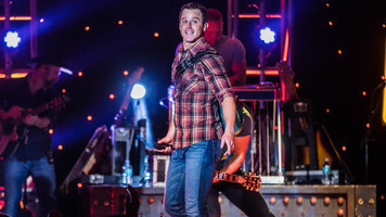 Live - Easton Corbin Rocks the House of Blues Stage