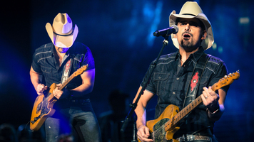 Brad Paisley Kicks Off 2018 Leg Of Weekend Warrior World Tour