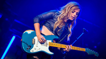 See Lindsay Ell Shred As She Opens For The 2018 Weekend Warrior Tour