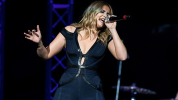 Lauren Alaina Shines On 2018 Reason To Drink Tour