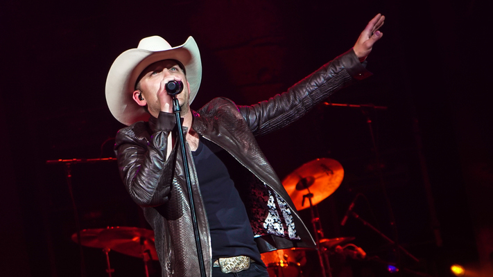 Justin Moore Debuts At Ryman Auditorium With Sold-Out Show