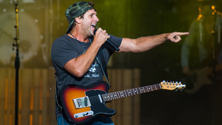 Hot Shots: Billy Currington Brings The Hits During Faster Horses