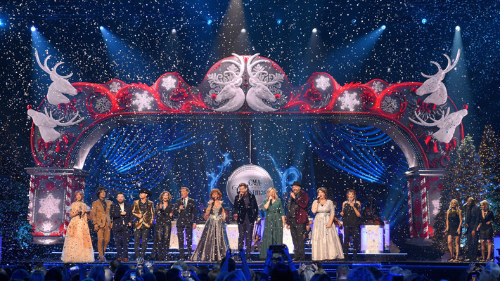 'CMA Country Christmas' Rings In With Heartwarming Hits