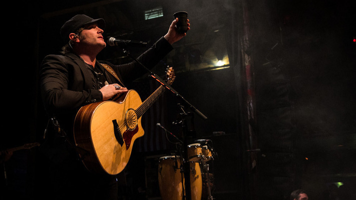 Jerrod Niemann Gets Los Angeles Buzzin'! 18 Pics From the Sunset Strip