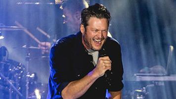 Blake Shelton's SNL Moments - 9 Funny GIFs