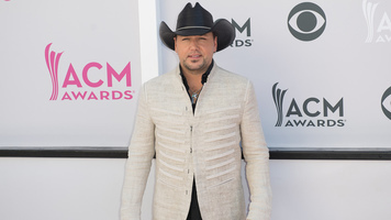 """Jason, Luke, Dierks, Carrie & More Hit The ACM Awards """"Silver"""" Carpet"""