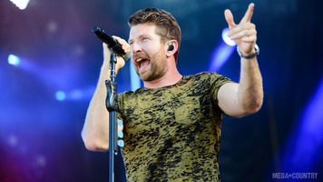 Brett Eldredge Performs at Tortuga Fest 2017 in Our Exclusive Gallery!