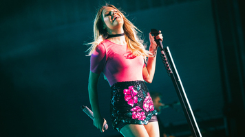 Kelsea Ballerini Slays Nashville on Hometeam Tour – 14 Exclusive Photos!