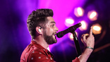 Thomas Rhett performs on the Nissan Stadium stage during day 3 of the 2017 CMA Music Festival on June 10, 2017 in Nashville, Tennessee. <br>