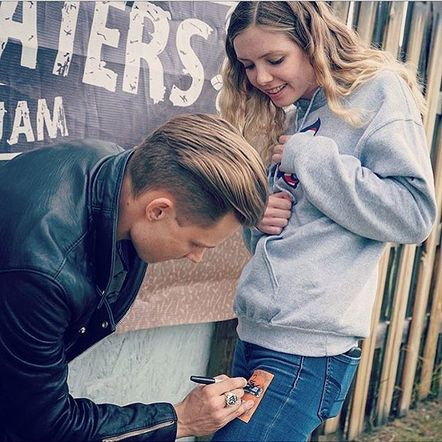 Frankie Ballard sure knows how to make a fan's day!