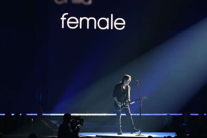 Keith Urban performs onstage at the 51st annual CMA Awards at the Bridgestone Arena on November 8, 2017 in Nashville, Tennessee.