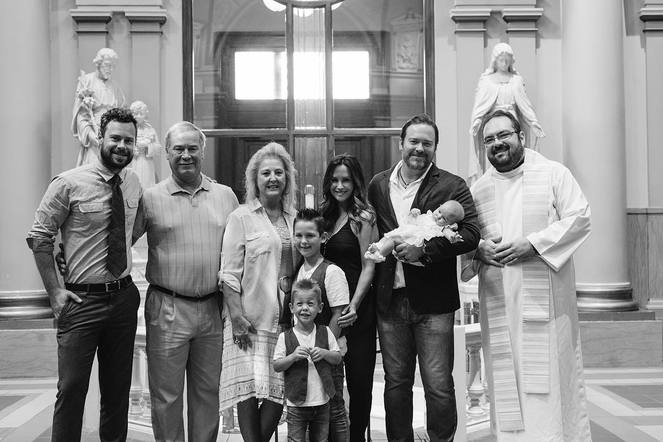 Lee Brice posted a beautiful family photo to show what he's thankful for every day.