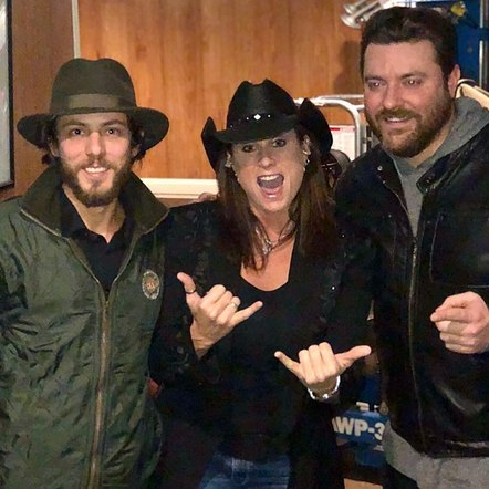 Chris Jason met up with Terri Clark and Chris Young for this friendly picture backstage.