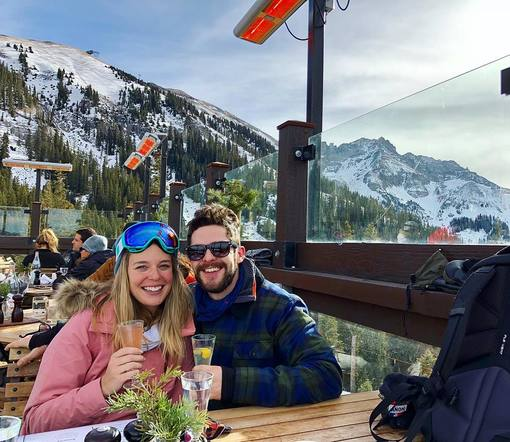 Thomas Rhett and Lauren embraced the cold with an adorable New Year's ski date!