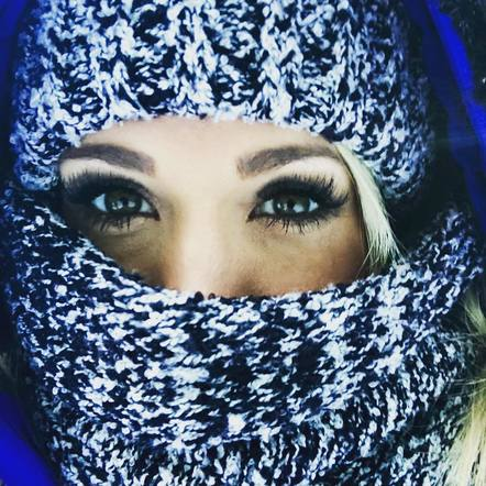 Carrie Underwood definitely knows how to stay bundled up and still look super stylish.