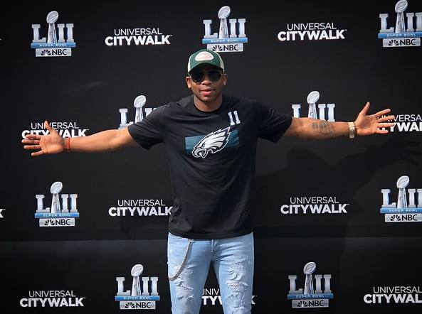 Jimmie Allen rooted for the eagles from Universal City Walk! Fly Eagles Fly!