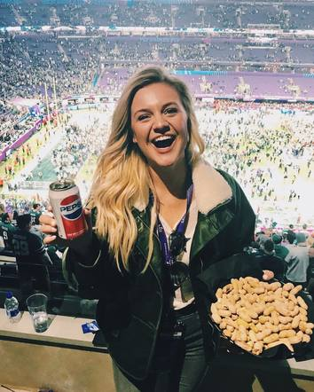 Kelsea Ballerini couldn't help but share her appreciation for the game!