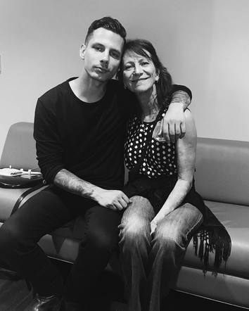 """Devin Dawson expressed his love for his mom: """"she's the reason I found a calling and a deep love for music"""""""