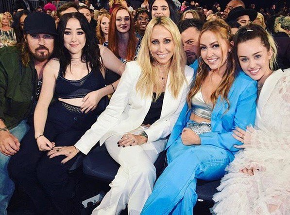 """Billy Ray Cyrus is """"Thankful and inspired by these incredible women every day!"""""""