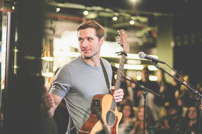 Everything was a-okay for Walker Hayes in London!