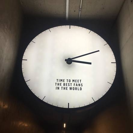 A look backstage… many artists love seeing this clock as they walked into the venue in Glasgow!