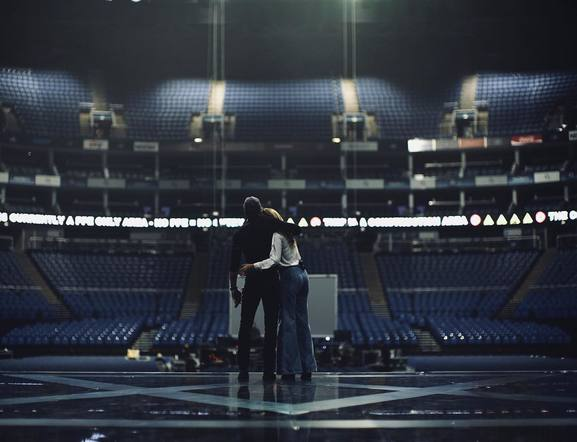 Faith Hill & Tim McGraw soundcheck to an empty O2 Arena.