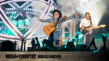 Garth Brooks & Trisha Yearwood: Backstage Moments