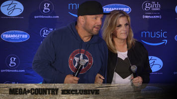 Onstage Moments With Trisha Yearwood & Garth Brooks