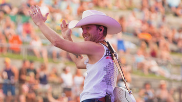 Find Out Why Justin Moore Loves His Fans
